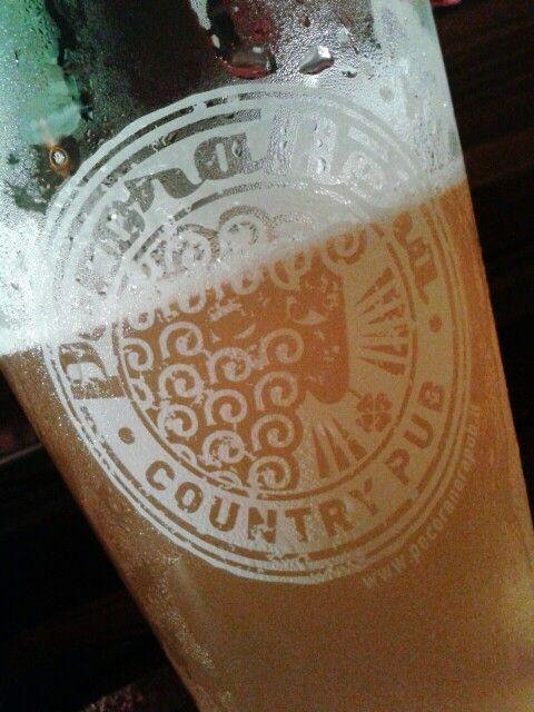 """Saison Dupont: prodotta dalla Brasserie Dupont è stata definita la birra migliore al mondo dal Men's Journal (2005). Il nome di questa birra significa """"stagione"""". Alle stagioni, infatti, ne è legata la produzione: la fermentazione tradizionalmente avviene in autunno o in inverno, la mescita verso fine estate."""