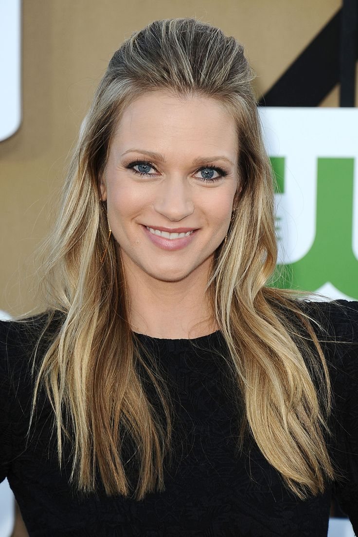 A.J.Cook - Canadian Actress.  Love this hairstyle