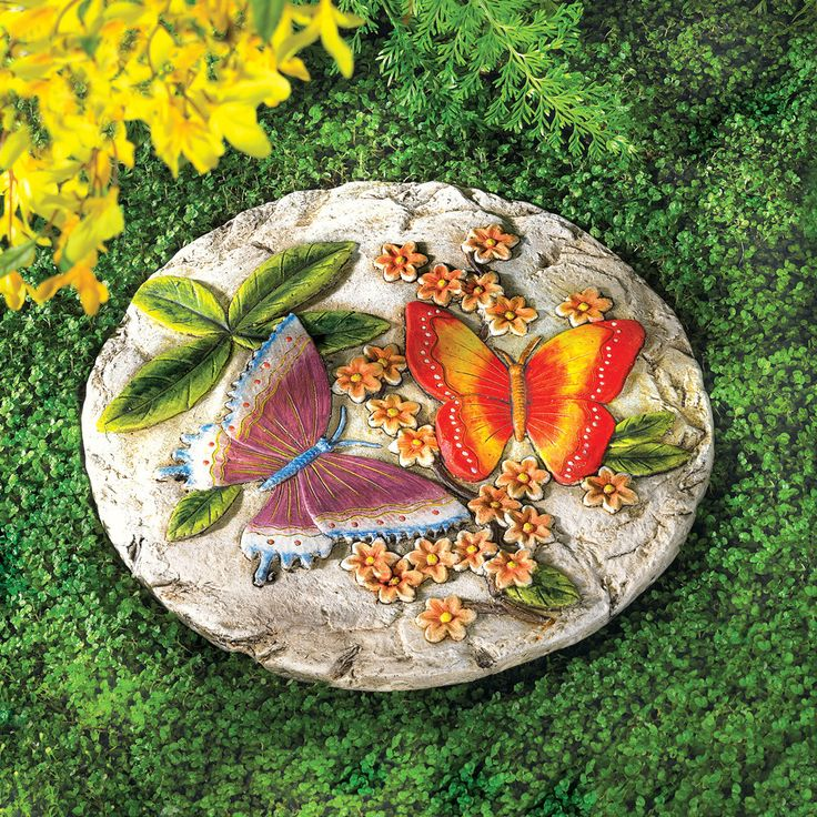 A pair of vivid butterflies frolics amongst lush foliage, enlivening a bas-relief stepping stone with glowing colors and romantic sentiment. Sure to be the crowning jewel of your garden. PRODUCT SPECI