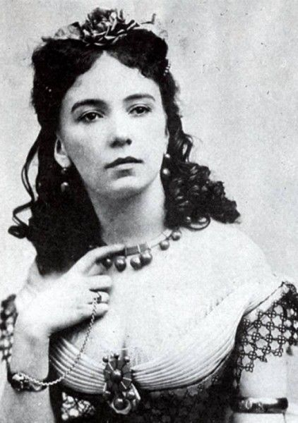 Cora Pearl (Emma Crouch)   She was the most famous courtesan in Paris. She may not have been the most conventional beauty, but she charmed men with her daring sexuality, enviable body, wit and lust for life.   There are many stories about Cora: it has been told she once had herself served naked on a silver plate at a fancy dinner.