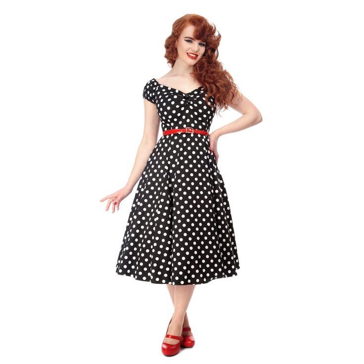 Černé šaty s puntíky a sukní Collectif Dolores Retro je stále IN! Krásné šaty, které si zamilujete na první obléknutí. Vhodné na retro večírek, na rande, na kávu s kamarádkou, když jdete tančit. Černý podklad s nadčasovým bílým puntíkem, živůtek je lehce nabraný v dekoltu a zdobený dvěma knoflíky, rukávky zakončené gumičkou, sukně od pasu dolů širší kolová. Zapínání na zip v zadní části, lehce strečový materiál (97% bavlna, 3% elastan). Pro bohatší objem sukně doporučujeme doplnit spodničkou…