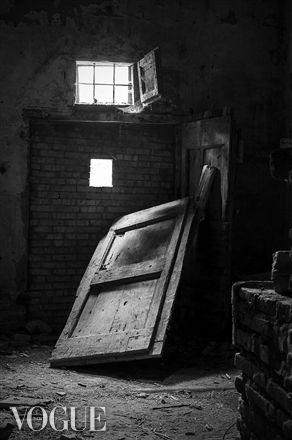 PhotoVogue, abandoned places, black and white, conceptual photography, Tuscany, Pisa, Nicosia