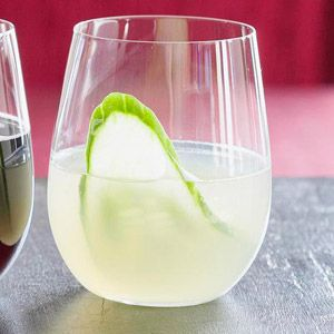 Sparkling Sangria This savory sangria matches well with Asian-style appetizers or smoked salmon.