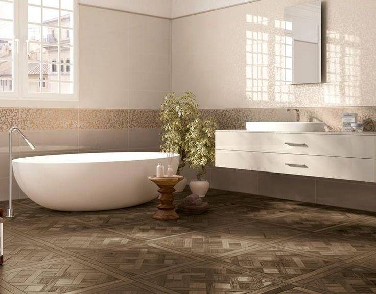 Bruin tinten in combinatie met creme sanitair. De vloer is keramisch hout. Ondanks de verschillende patronen in de wand en vloer, blijft het een rustig geheel.