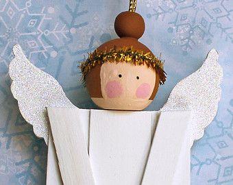 Angel Christbaumkugel. Holz Baum Dekoration. Weihnachten Urlaub Dekor. Primitive Volkskunst Ornie. Weiße Popsicle Stick Engel mit braunen Haaren
