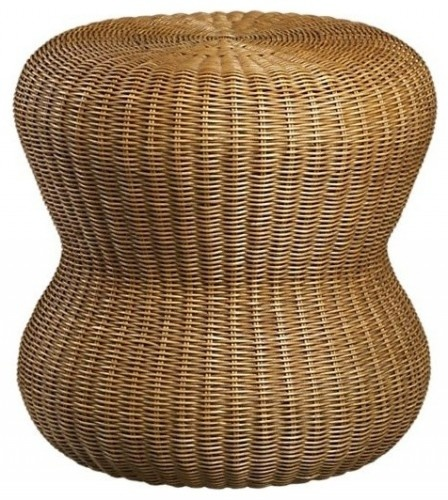 Wicker, rattan, woven textiles: Natural fibers are key in achieving a beachy vibe. Wicker and rattan furniture and seagrass rugs add coastal texture.
