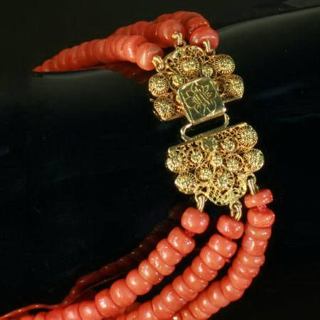 Antique Dutch coral necklace