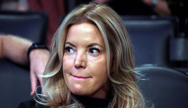 Lakers owner Jeanie Buss tweets support for coach Luke Walton | For The Win