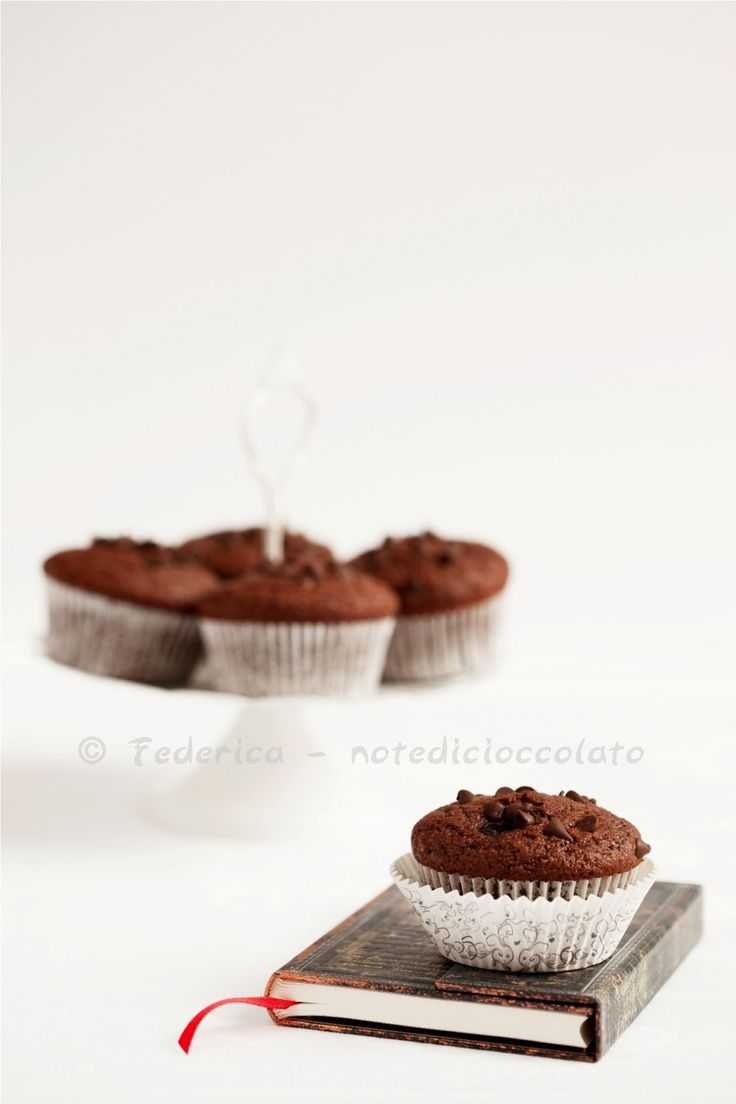 Muffin cioccolato e ciliegia Chocolate and cherry muffins