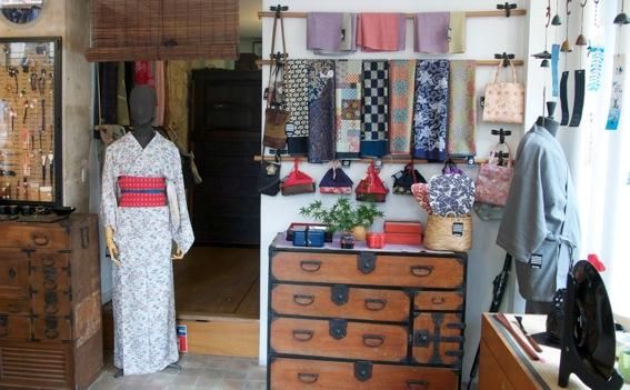 Avoir un kimono!   Kimonoya shop in Paris - 11 Rue du Pont Louis-Philippe  75004 Paris