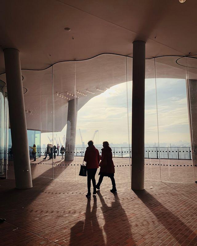 Morgens Vor Zehn Auf Der Aussichtsplattform Der Elbphilharmonie Ist Die Welt Meist Noch In Ordnung Wenn Ihr Es Irgendwie Hinbekommt Eure Besichtigung Zeitlich