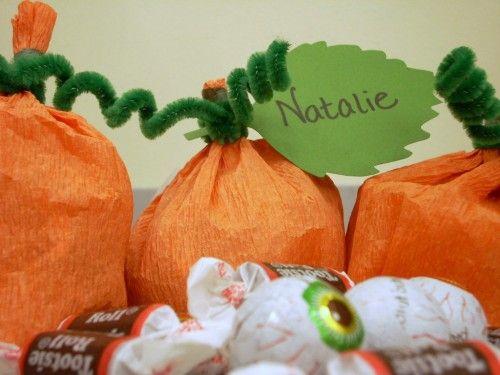 Halloween Crafts - Crepe Paper Pumpkin Treat Holders: Treats Bags, Treats Holders, Pumpkin Treats, Crepes Paper, Halloween Crafts, Paper Pumpkin, Pumpkin Patches, Halloween Ideas, Halloween Favors