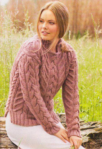 Объемный свитер спицами с узором из кос