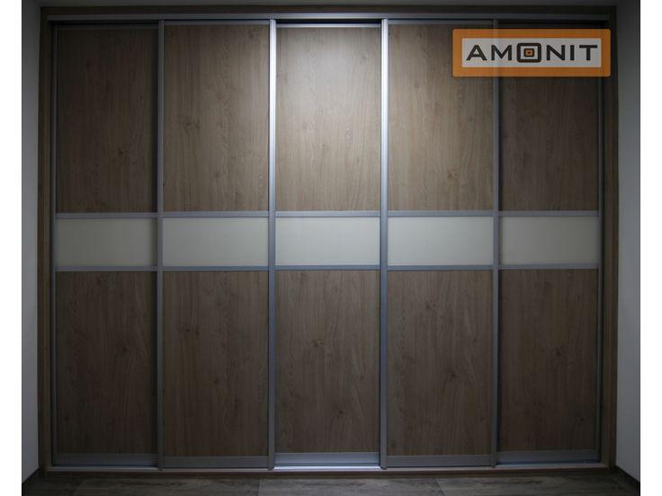 Přemýšlíte, jak by měla vypadat Vaše nová vestavěná skříň? Dělením posuvných dveří pruhem lacobelu chybu neuděláte. www.amonit.cz