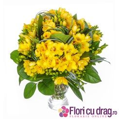 Buchet de 43 de frezii galbene pentru 8 Martie - http://www.floricudrag.ro/home/151-buchet-de-43-frezii-galbene.html