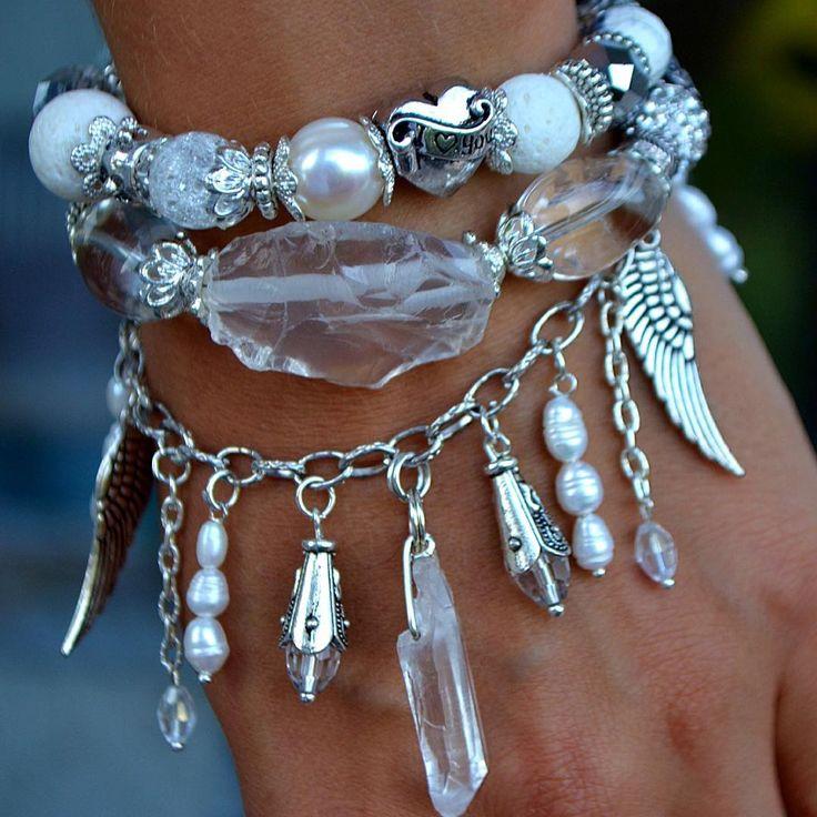 Эксклюзивный браслет из натуральных камней.(кристаллы горного хрусталя, жемчуг, кораллы, агаты, бусины Пандора)   Авторская работа. Дизайнер Марина Никитина