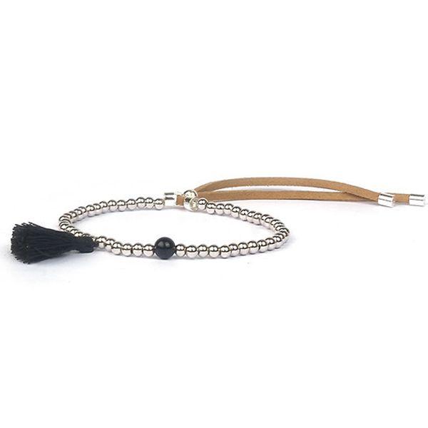 Bracelet pierre semi précieuse Jade noir, perles de métal argente de 4mm et pompon. Fermeture par noued coulissant en daim. Le bracelet idéal à offrir ou s'offrir, ce bracelet réglable convient à tous les poignets. Emballage cadeau offert!