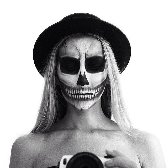 Spooky Scary Skeleton Makeup for Halloween | Sexy And Creative DIY Looks For Halloween by Makeup Tutorials at http://makeuptutorials.com/spooky-scary-skeleton-makeup-halloween/
