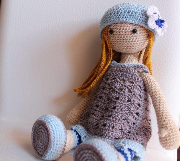 Bambola Liljy amigurumi.         Schema free