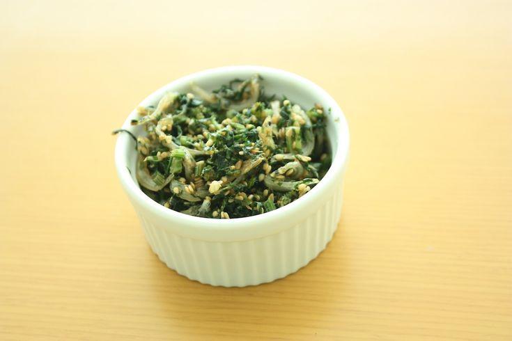 にんじんの葉とじゃこのふりかけ by シニア野菜ソムリエ立原瑞穂 / 立派な葉っぱがついたにんじんが手に入ると、必ず作る一品♪ 香りがよくて、いつも大好評です♪我が家の子どもたちも大好き。 / Nadia
