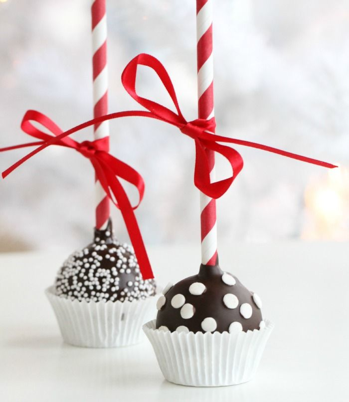Manuelas cute cakepops with paperstraws from www.klaraform.se