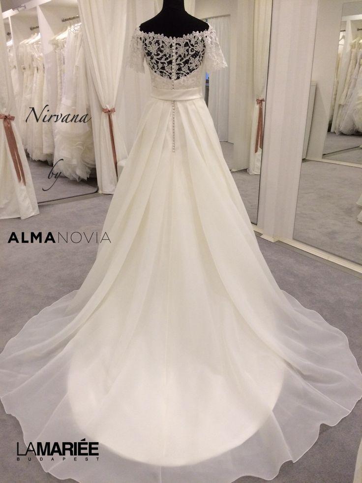 Esküvői ruha Nirvana by 2014 Almanovia from Rosa Clará http://lamariee.hu/eskuvoi-ruha/almanovia-2014/nirvana