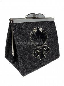 GOSHICO embroidered purse/mini bag GODDESS http://www.mybags.co.uk/goshico-embroidered-purse-mini-bag-goddess-192.html