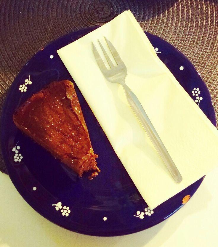 Sugarfree, glutenfree, lactosefree, vegan saltchocolate cake slice.