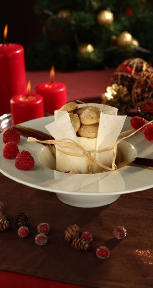 Christmas cheesecake with gingerbread macaroons