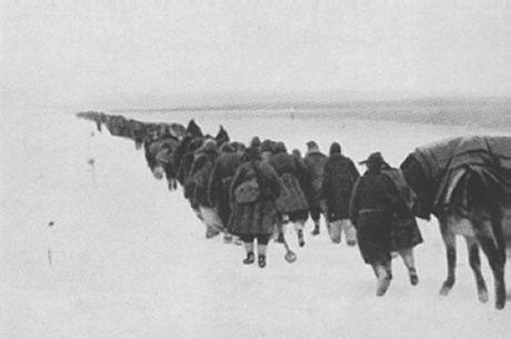 6 luglio 1942 Mussolini invia l'ARMIR in Russia, l'8a Armata Italiana, al comando del generale Italo Gariboldi, costituita da 229 mila uomini male equipaggiati. l'ARMIR ha il compito di conquistare Stalingrado. Alla fine del 1942, dopo aver spezzato l'assedio dei tedeschi a Stalingrado i Russi sferrano l'attacco decisivo. Le divisioni italiane in condizioni fisiche disperate resisteranno per 4 giorni ma saranno costrette a capitolare e ritirarsi.   #TuscanyAgriturismoGiratola