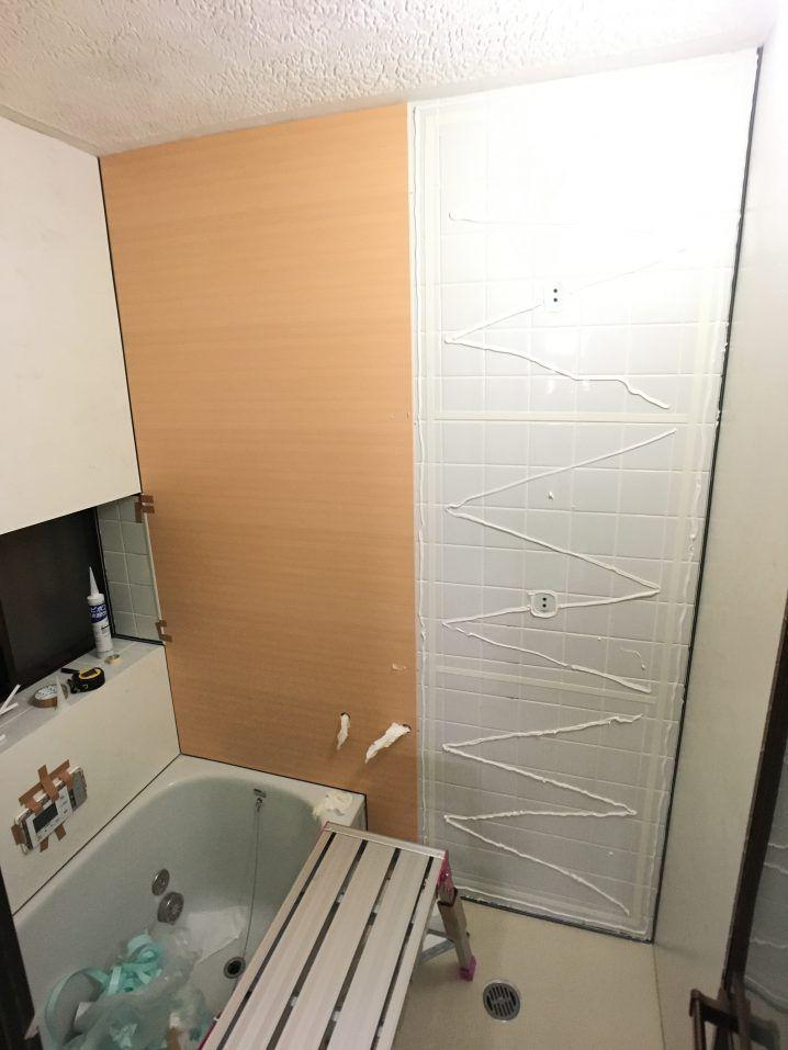 浴室タイル壁にバスパネル アルパレージ をdiyで貼り付け施工する方法 浴室 タイル リフォーム 壁