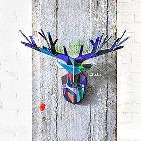 Una cabeza de ciervo de cartón encantada...
