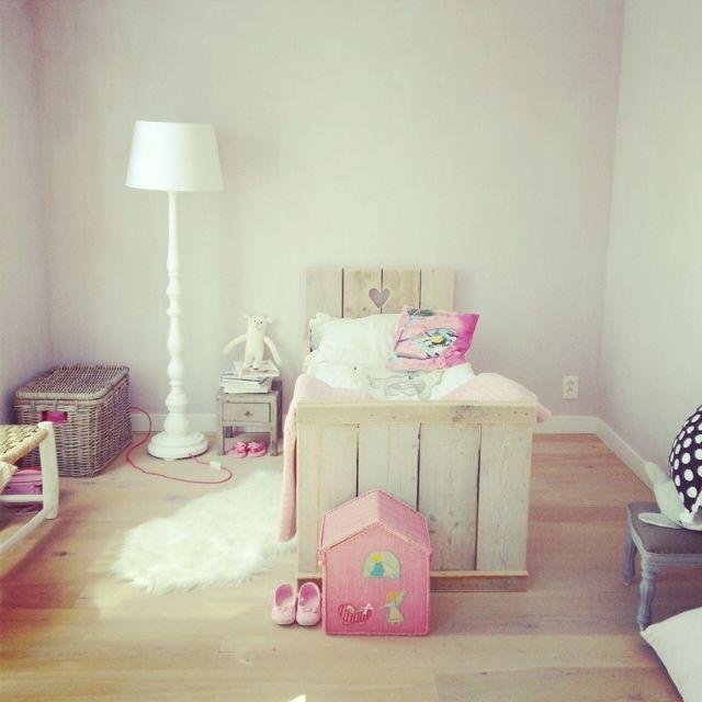 28 best images about kidskamers binnenkijken on pinterest cheque car room and brocante - Deco meisjes slaapkamer ...