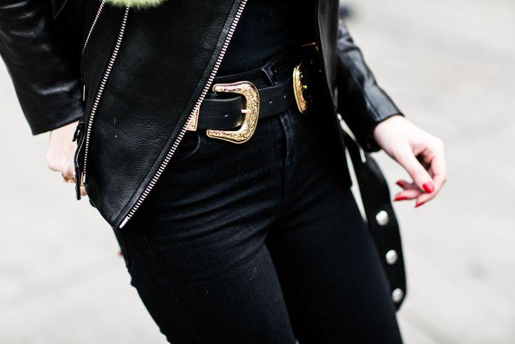 Boucle de ceinture noir et doré à la Fashion Week automne-hiver 2016-2017 de New York