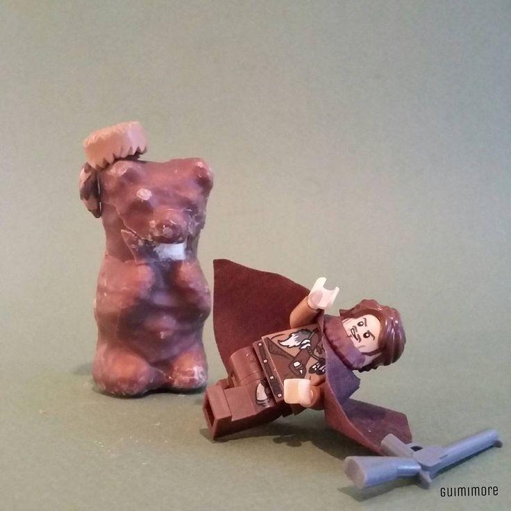 The Revenant (spoiler)  No, the chocolate bear didn t devour ours famous Leo! Non, l'ours en chocolat n'a pas dévoré nôtre célèbre Leo!  #oscars #oscars2016 #leonardodicaprio #therevenant #leowins #bear #ours #chocolate #western #LEGO #minifigures #minifig #legography #toy #afol