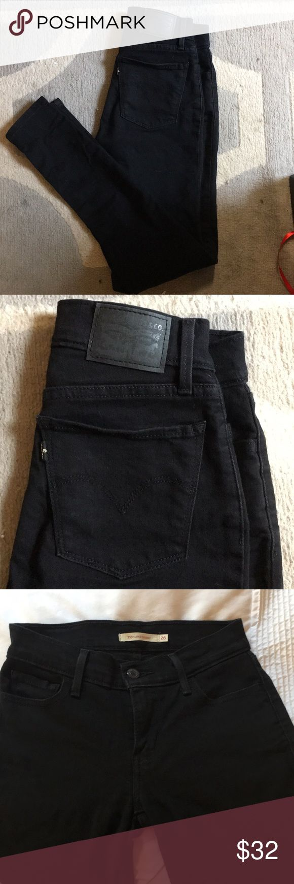 Levi's Black 710 super skinny Jeans Levi's 710 super skinny jean in black. No destruction. All hardware intact and functioning. Very gently used, only worn 2-3 times!! Size runs SMALL, which is why they were only worn 2-3 times. Fits more like a 25/26 than true Levi's 26. Levi's Jeans Skinny