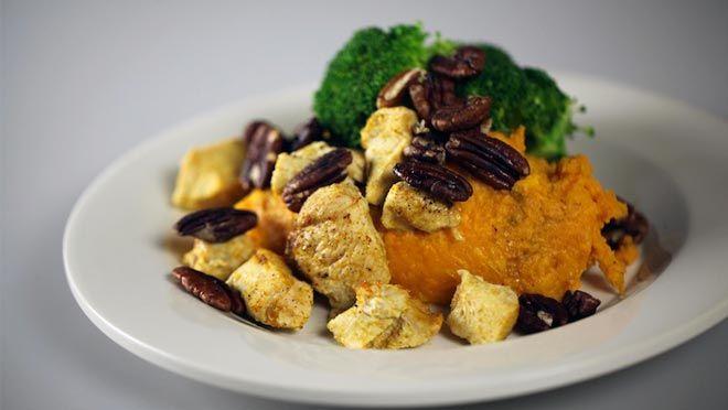 Geroosterde kip met zoete aardappels en pecannoten - recept | 24Kitchen
