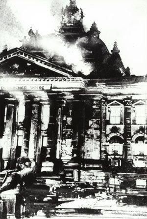 Extrait du journal hollandais Spartacus, organe de l'opposition ouvrière de gauche dans le N. A. S. A Berlin, le Reichstag a été incendié. L'incendiaire est un communiste hollandais, Marinus van der Lubbe. Il motive son action ainsi : « Vengeance contre...