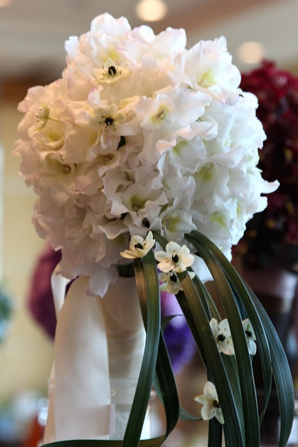 A pure white bouquet with a florets of ornithogalum.