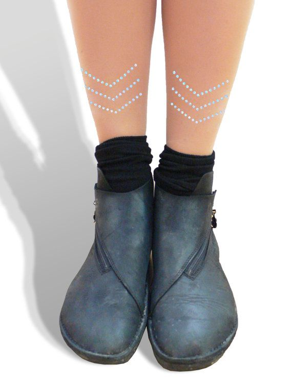 These are 30 Denier tights have a chevron on each leg on the calf in sparkle holographic dots. It can be worn in the front or back of your legs