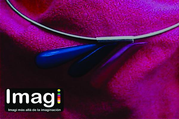 Pieza exclusiva de la marca Imagi, inspirada en la primavera, elaborada en plata 950 y resina poliéster