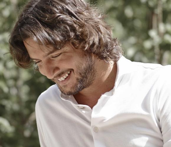 Manuel Carrasco celebra sus diez años sobre el escenario con un nuevo disco, 'Confienso que he sentido'