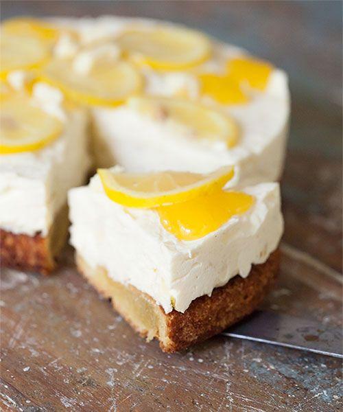 Glutenfri vit chokladmoussetårta med lemon curd.