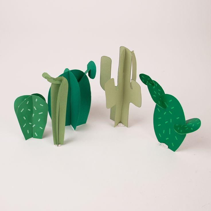"""Un tutoriel facile, rapide et gratuit qui permet de réaliser un do it yourself """"cactus en papier"""" à utiliser comme centre de table ou pour décorer la maison lors d'un goûter d'anniversaire de garçon sur le thème cow-boy et indien."""