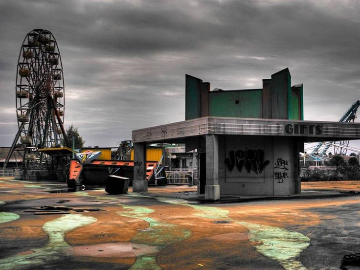 12 of the World's Creepiest Abandoned Places - Six Flags Jazzland (New Orleans )