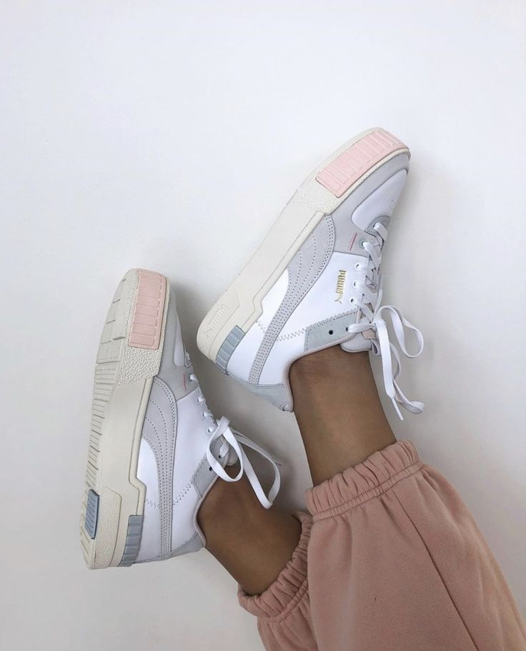 Pin by 𝕔𝕙𝕖𝕣𝕣𝕪 𝕓𝕠𝕞𝕓🍒 on shoes Womens sneakers, Sneakers