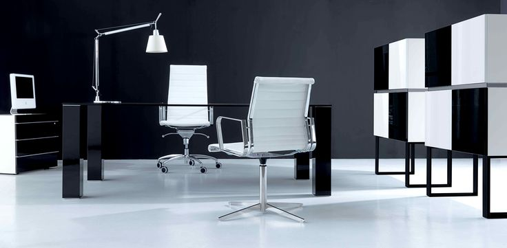 QUADRO desk by IVM & FORMA chairs by TCC