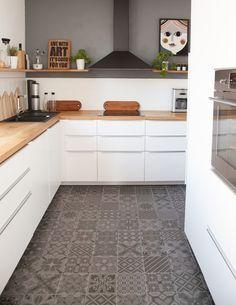Ikea Kitchen, solid wood countertop, tiles by Vives Ceramica WOHN:PROJEKT - der Mama Tochter Blog für Interior, DIY, Dekoration und Kreatives
