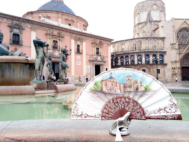 Maestros artesanos del abanico español desde 1956. Todos nuestros abanicos se realizan con la marca de calidad AEA Abanico Español y están elaborados de forma artesanal.
