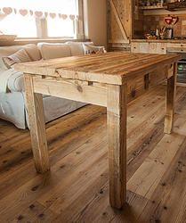 Tavolo in legno vecchio